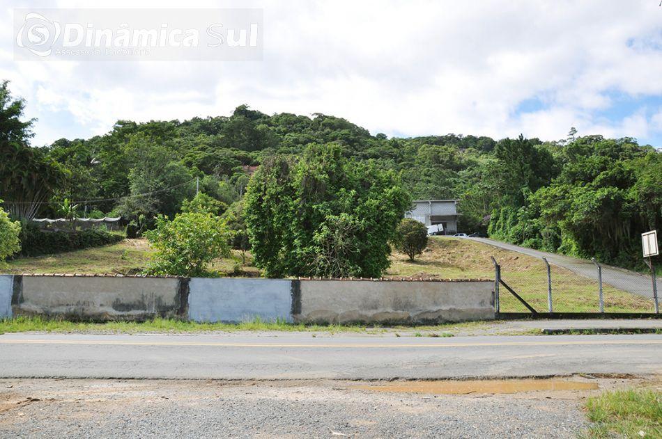 TERRENO E GALPÃO INDUSTRIAL frente jorge lacerda em 70 metros viabilidade de construção industrial